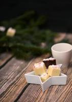 dunkler und weißer Schokoladenpfefferminzfondant foto