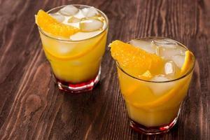 Glas frisch gepresster Orangensaft foto