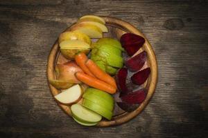 Rote Beete, Karotten und Apfel foto