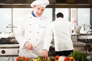 Koch bei der Arbeit