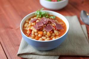 Bohnensuppe mit Speck foto
