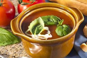 Tomaten-Basilikum-Suppe foto