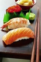 verschiedene japanische Sushi foto