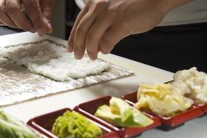 Sushi rollen machen