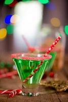 smaragdgrüner Weihnachtscocktail