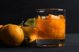 Orangencocktail mit Orangen foto