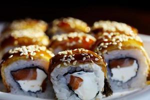 Sushi-Rollen-Makro der japanischen Küche foto