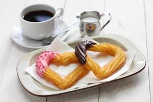 hausgemachte Herzform Churro, Valentinstag Dessert foto