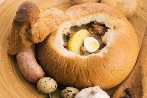 traditioneller weißer Borschtsch (Zurek) foto