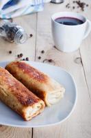 Pfannkuchen mit Borschtsch zum Abendessen foto