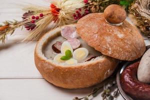 Nahaufnahme der polnischen Ostersuppe foto