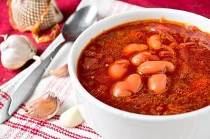 traditionelle ukrainische Rote-Bete-Suppe Borschtsch foto