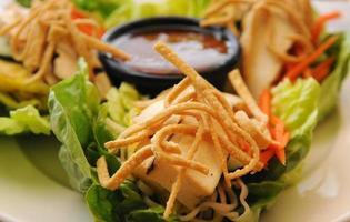 Tofu-Salat aus nächster Nähe foto
