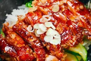 gebratenes Fleisch mit Gemüse foto