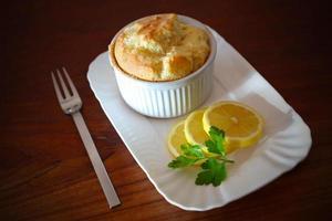 Soufflé mit Zitronenscheiben foto