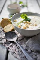 Blumenkohl-Erbsen-Suppe foto