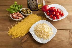 Herstellung von Spaghetti foto