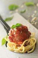 italienische Fleischbällchen in Tomatensauce foto