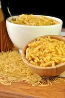 Makkaroni, Spaghetti und Nudeln foto