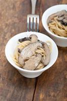 italienische Spaghetti-Nudeln und Pilze