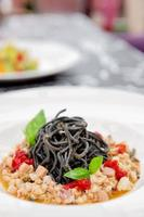schwarze Tintenfischnudeln mit Meeresfrüchten foto