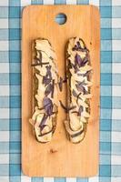 Bruschetta mit Käse und Birne foto