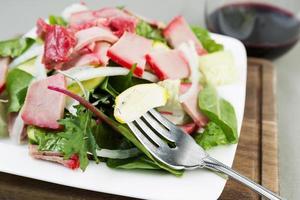 frischer Salat zum Abendessen foto