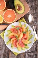 Grapefruit und Avocado foto