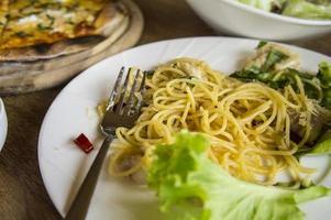 Essen Pizza Spaghetti Carbonara Mittagessen hungrig Abendessen Geschmack foto