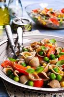 Nudeln mit Gemüse foto
