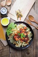 Draufsicht auf eine Portion italienische Spaghetti