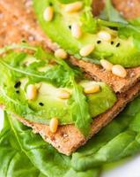 Knäckebrot mit Avocado foto