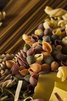 verschiedene hausgemachte trockene italienische Pasta