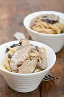 italienische Spaghetti-Nudeln und Pilze foto