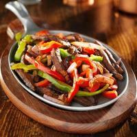 mexikanisches Essen - Rindfleisch Fajitas und Paprika foto