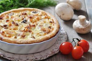 Kuchen mit Huhn und Pilz