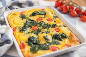 vegetarische Frittata mit Spinat foto