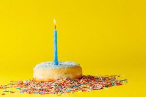 Donuts auf hellem Hintergrund foto