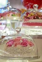 Stock Foto: Kuchen in einem Glas Glocke