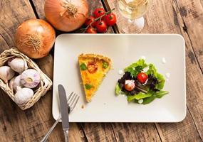 Stück Quiche Lorraine - französische Küche foto