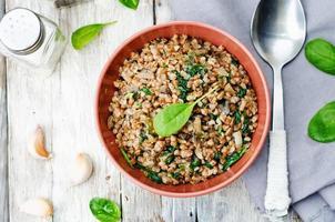 Spinat, Pilze Buchweizen foto