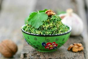 Spinat pkhali. georgische Vorspeise foto