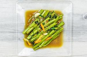 Rühren Sie gebratenen Wasserspinat, thailändisches Essen foto