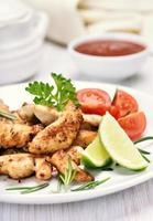 gebratenes Hähnchenfilet und Gemüse
