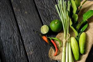 Chili-Pfeffer mit Limette und Kaffir-Limettenblatt foto