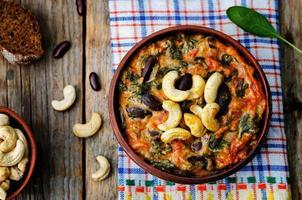 Cashewbutter-Spinat und Eintopf mit roten Bohnen foto