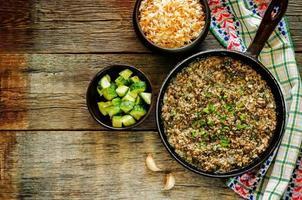 Lammhackfleisch, mit Spinat gekocht