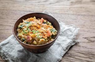 Suppe mit roten Linsen und Spinat foto