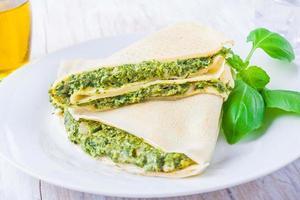 Pfannkuchen mit Spinat und Feta foto