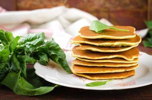 vegetarische glutenfreie Spinatpfannkuchen foto